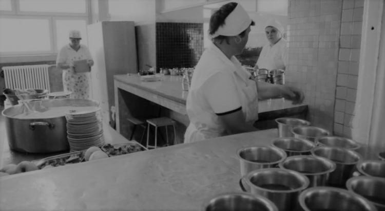 patronul-unei-cantine-scolare-amendat-cu-4-000-de-lei-dupa-ce-36-de-elevi-au-facut-toxiinfectie-alimentara-20011